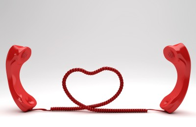 long distance relationship_2 phones joined by a heart shaped cord